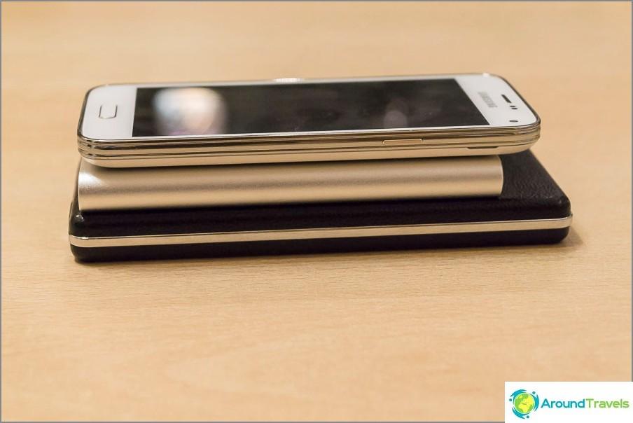 Voimapankin ja puhelimen paksuuden vertailu