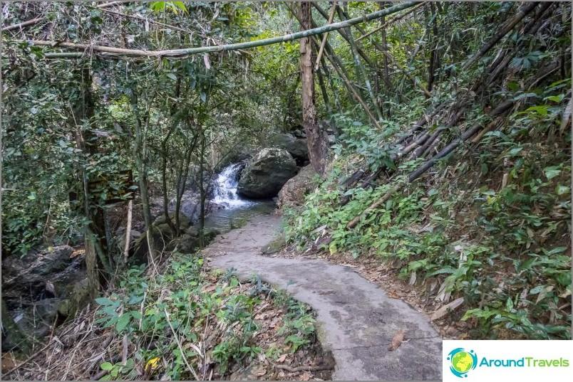 Bang Pha-vesiputous Phuketissa - suurin Phuketissa