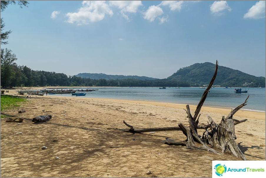 Koko Nai Yangin ranta on näkyvissä.