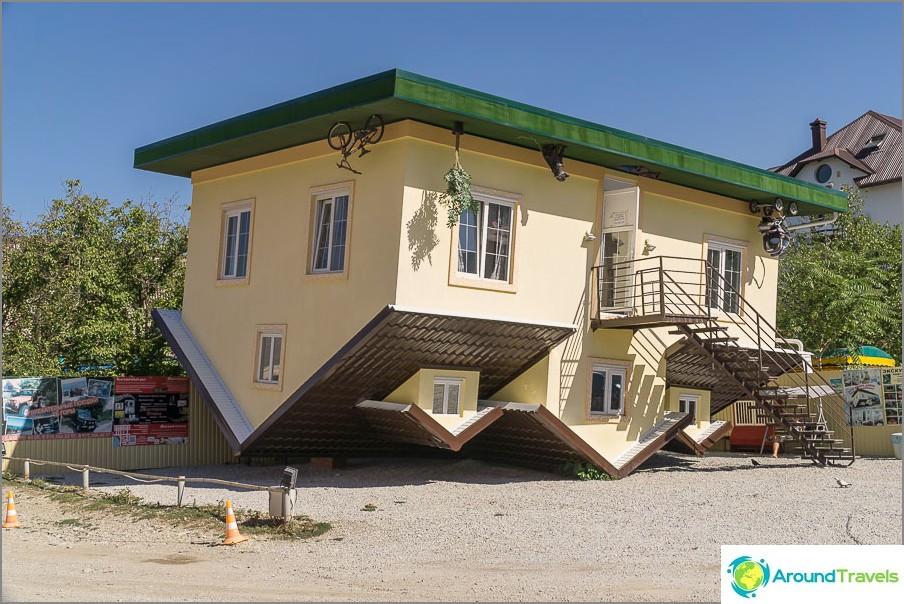 Къща с главата надолу в Кабардинка