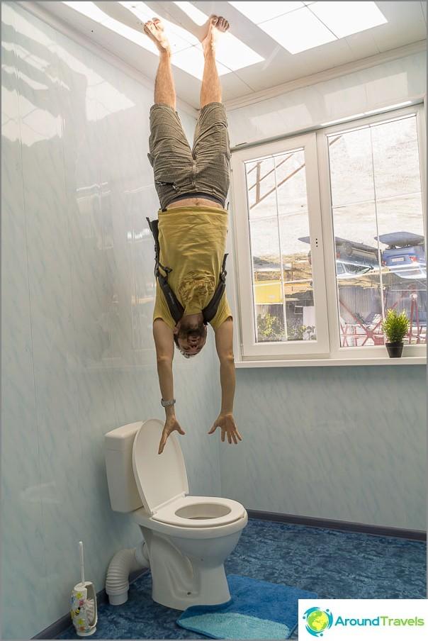 Сега се втурвам в тоалетната