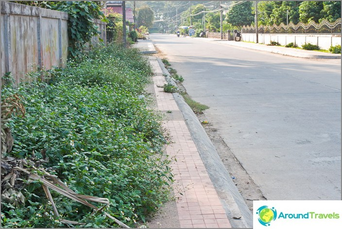 Jotkut Chiang Saenin jalkakäytävät ovat jo kasvaneet