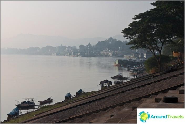 Mekong-joki Chiang Saenissa aikaisin aamulla
