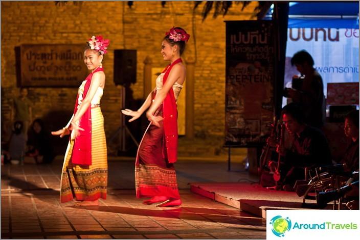Tanssiminen yleisillä alueilla