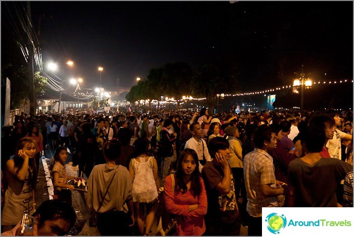 Kaikki Chiang Mai kokoontui kävelykadulle