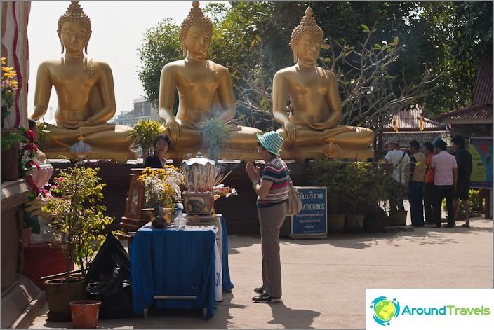 Nippu buddhoja näkökulman vieressä