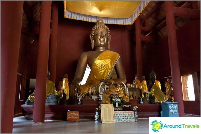 Buddhalainen temppeli kukkulalla