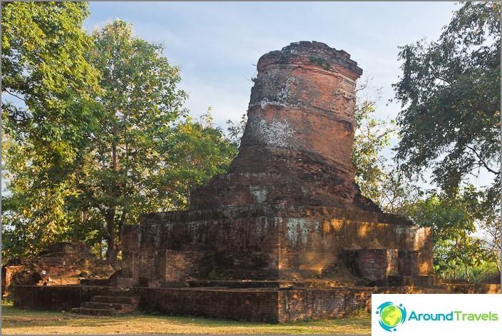 Muinainen Wat matkalla Chaing Saen -järvelle