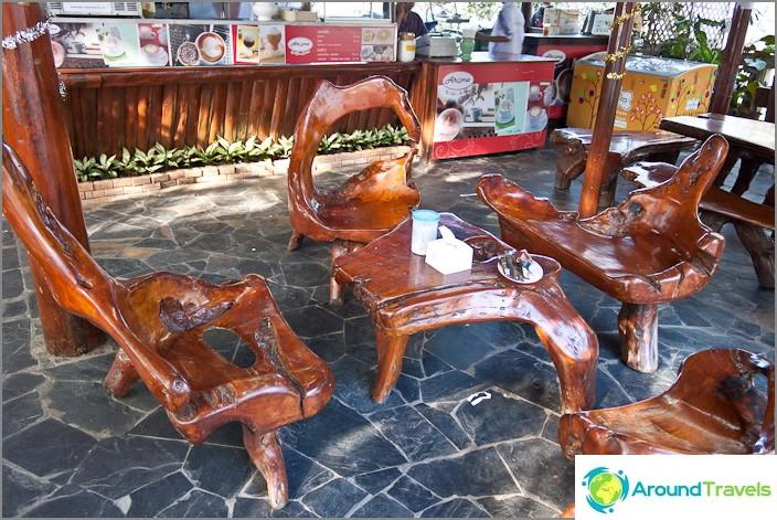 Супер мебели в кафе Doi Suthep