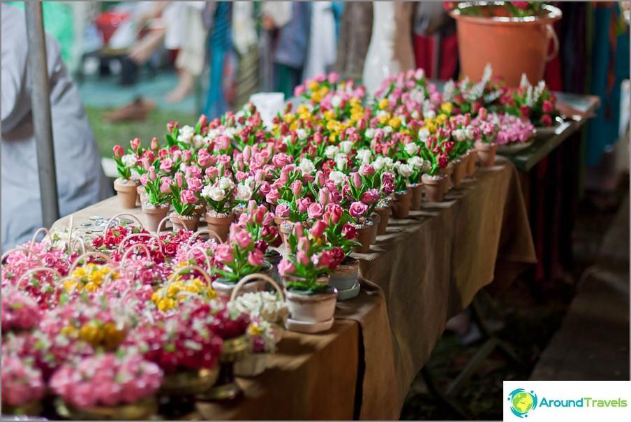 Kukkien myynti festivaalilla