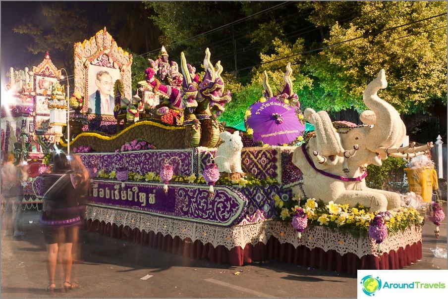 Kukkavaunu Chiang Mai -kukkafestivaalilla