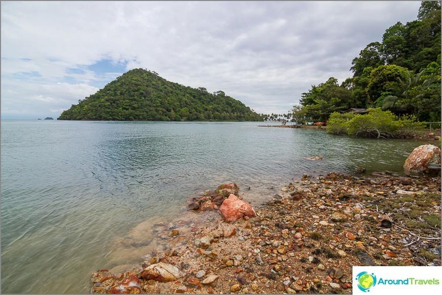 След Лонг Бийч можете да вземете каяци и да поплувате на съседните острови.