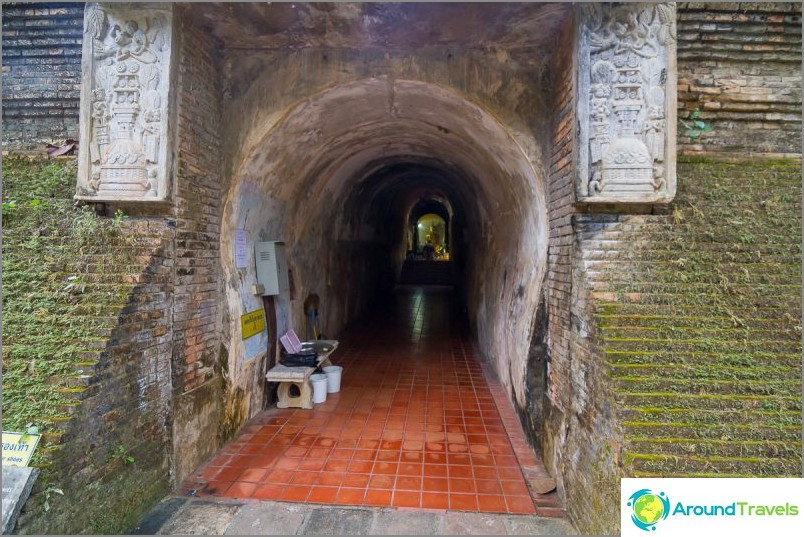 Tunnelitemppeli Wat Umong (6)