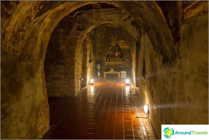 Tunnelitemppeli Wat Umong (12)