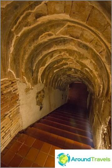 Tunnelitemppeli Wat Umong (23)