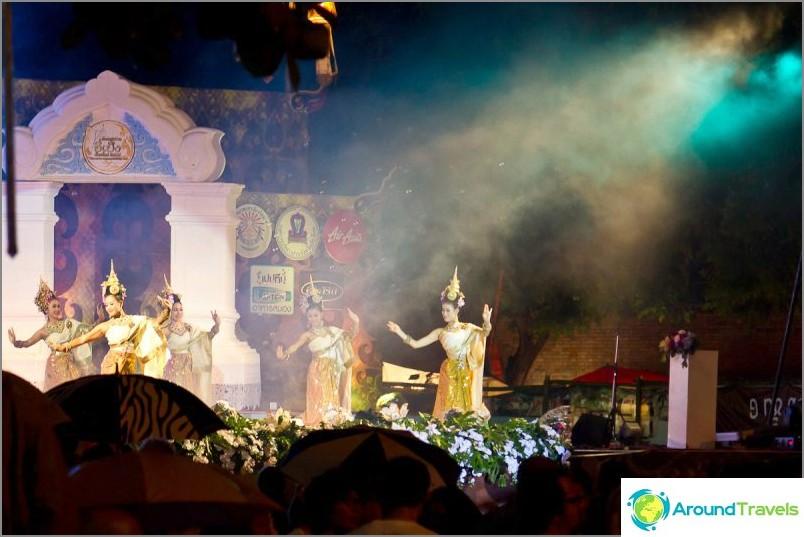 Loy Kratong- ja Yipeng-festivaalit (5)