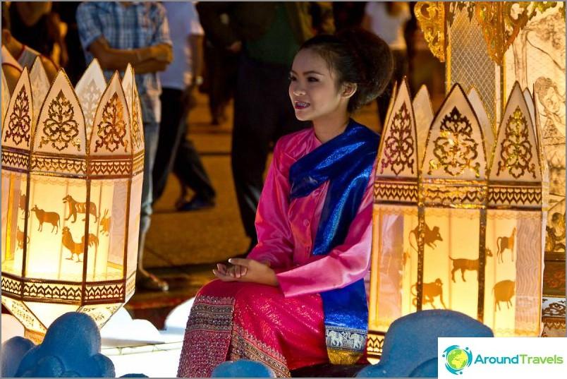 Loy Kratong- ja Yipeng-festivaalit (7)