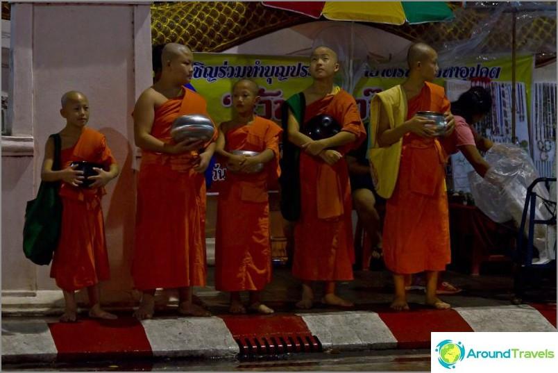 Loy Kratong- ja Yipeng-festivaalit (11)