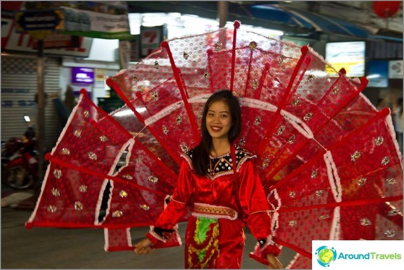 Loy Kratong- ja Yipeng-festivaalit (15)