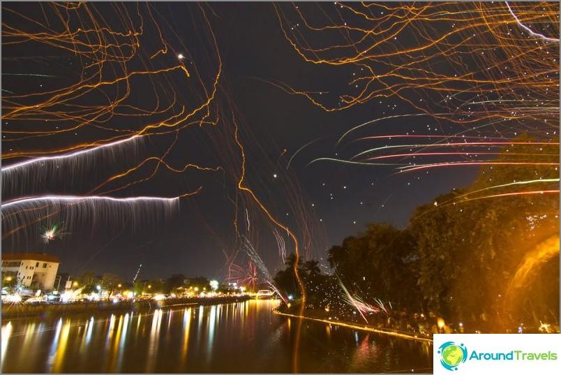 Loy Kratong- ja Yipeng-festivaalit (25)