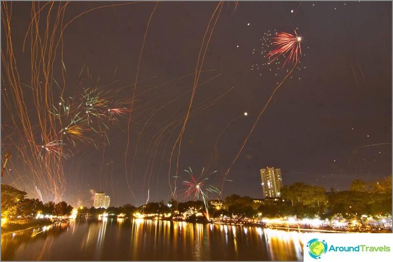 Loy Kratong- ja Yipeng-festivaalit (26)