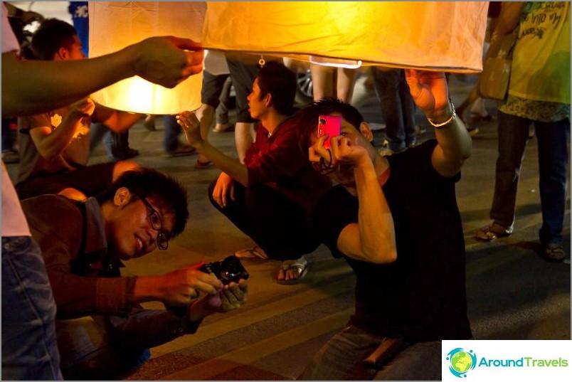 Loy Kratong- ja Yipeng-festivaalit (28)