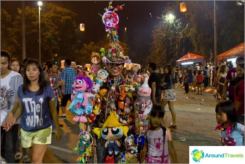 Loy Kratong- ja Yipeng-festivaalit (30)