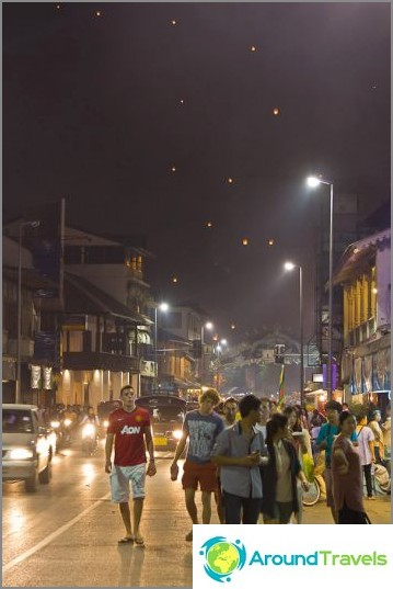 Loy Kratong- ja Yipeng-festivaalit (33)