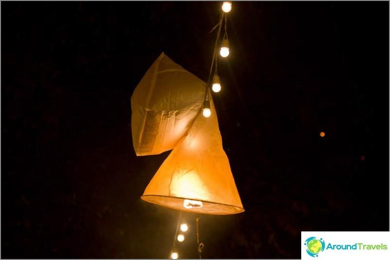 Loy Kratong- ja Yipeng-festivaalit (24)