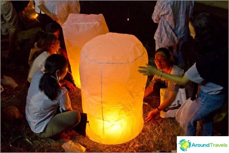 Loy Kratong- ja Yipeng-festivaalit (3)