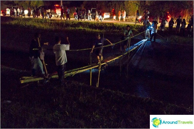 Loy Kratong- ja Yipeng-festivaalit (4)