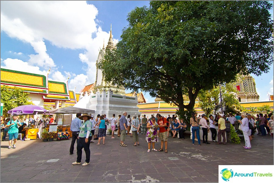Neliö Wat Pho: n edessä