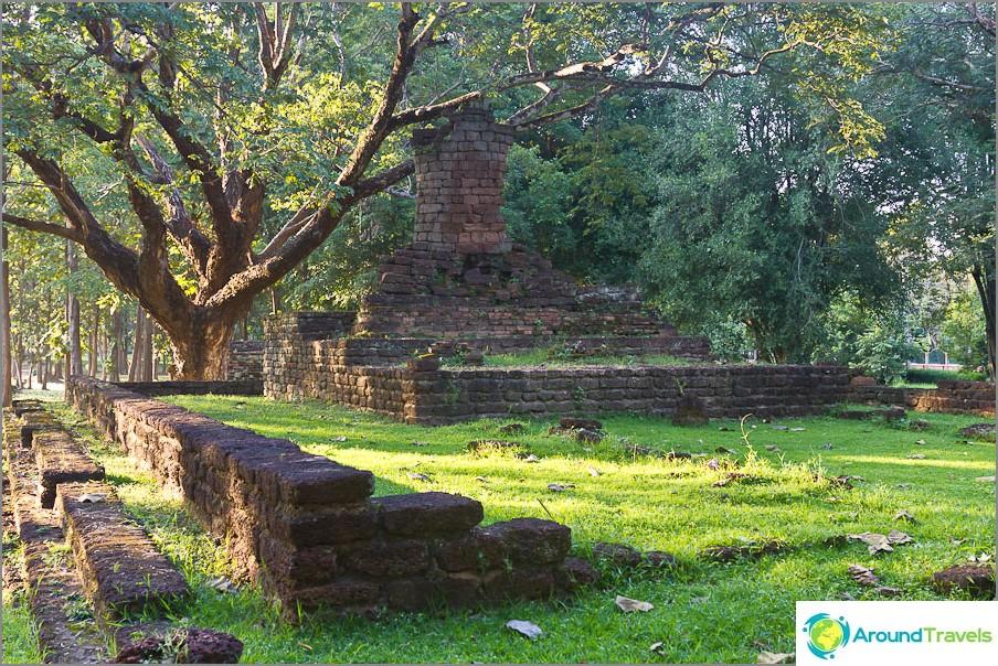 Vain jalat ja puoli vartaloa pysyivät Buddhan patsaasta