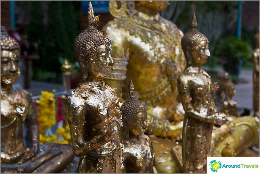 Historiallisen puiston reunalla on aktiivinen temppeli