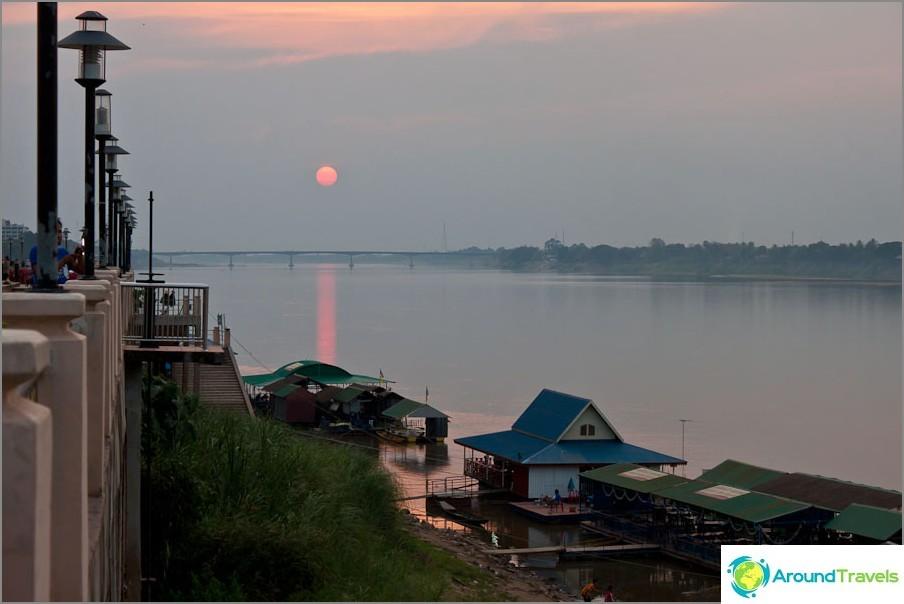 Nong Khai ranta-auringonlasku