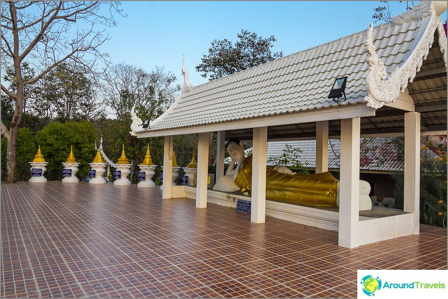 Kuinka Thaimaan temppeli on ilman lepotuolia Buddhaa