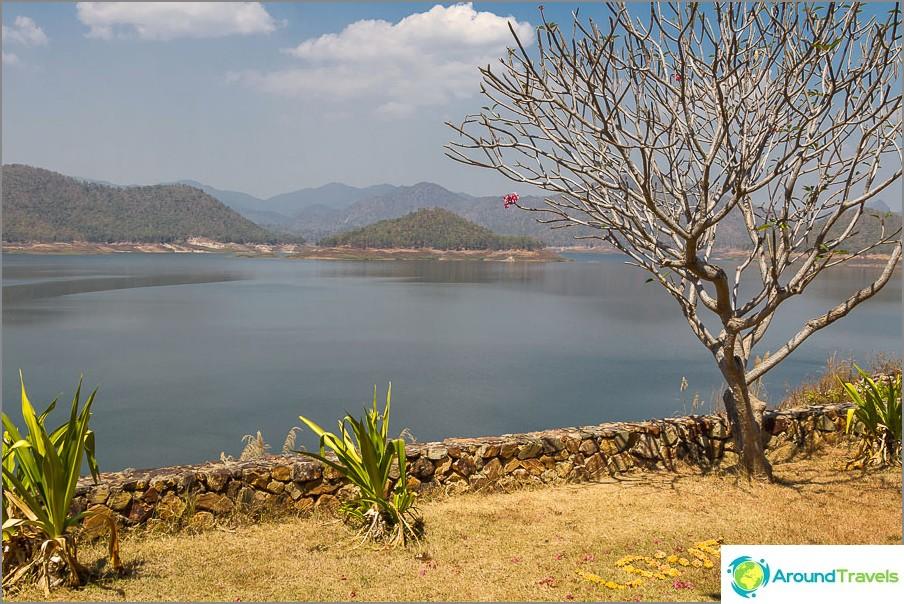 Lake Mae Kuang ja kirjoitus Love