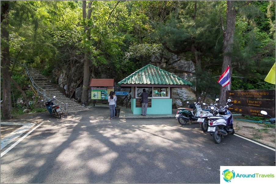 Sisäänkäynti kansallispuistoon, Phraya Nakhon -luolaan