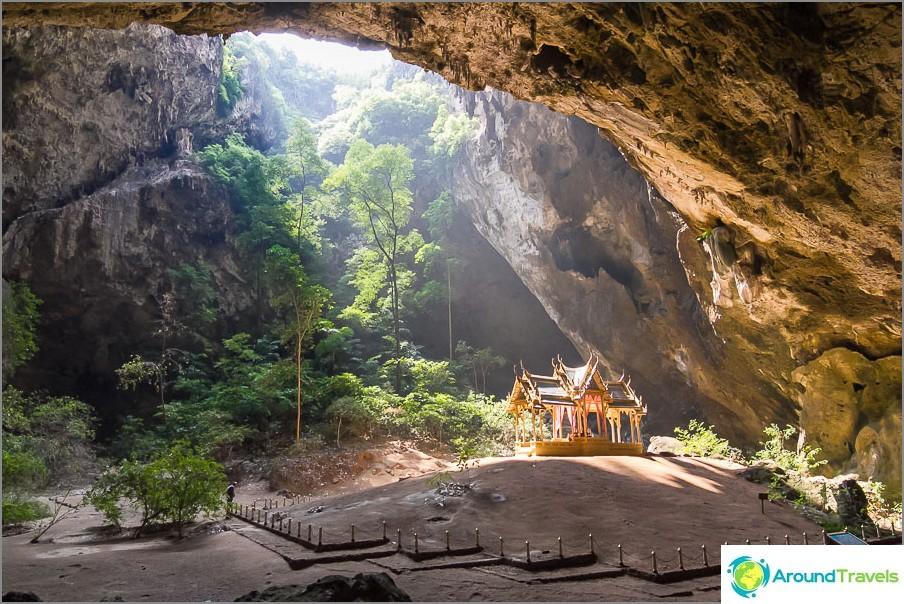 Phraya Nakhonin luola ja temppeli