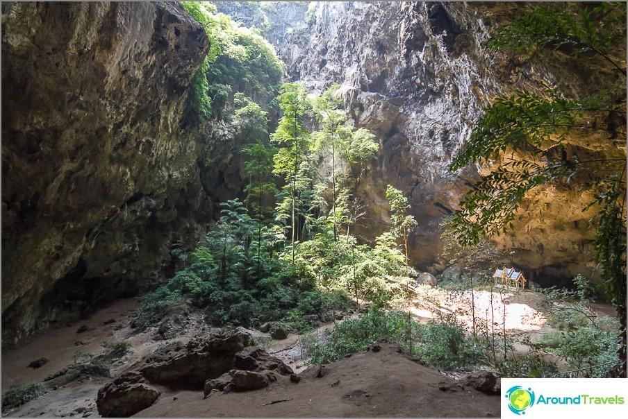 Phraya Nakhon -luola on melko suuri