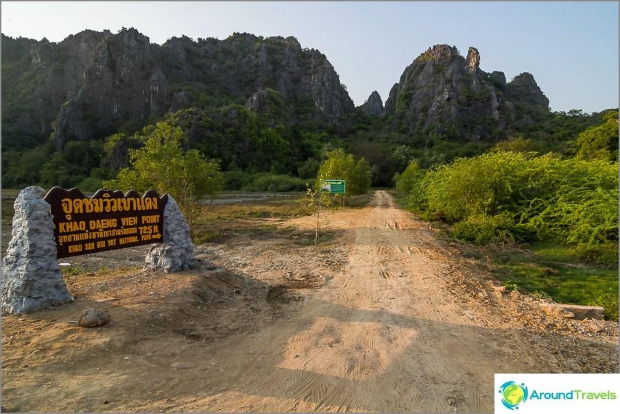 Käännä tieltä Khao Daeng Viewpoint