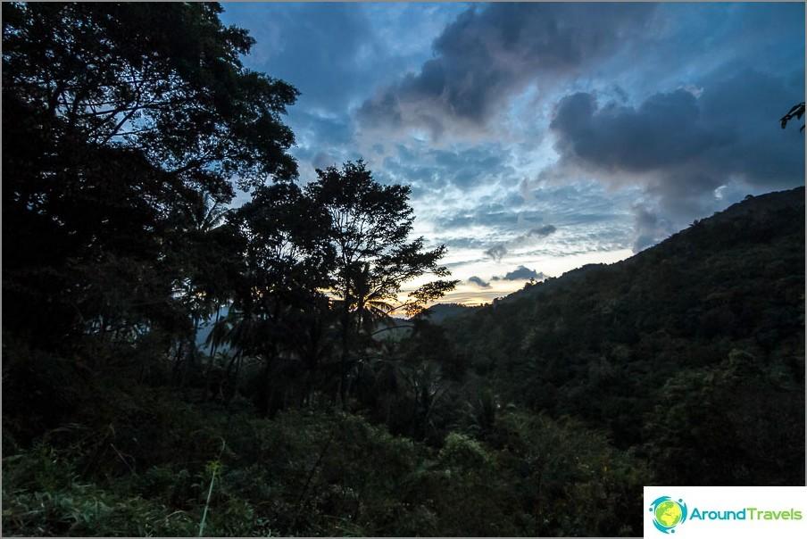Ilta näkymät vuorille
