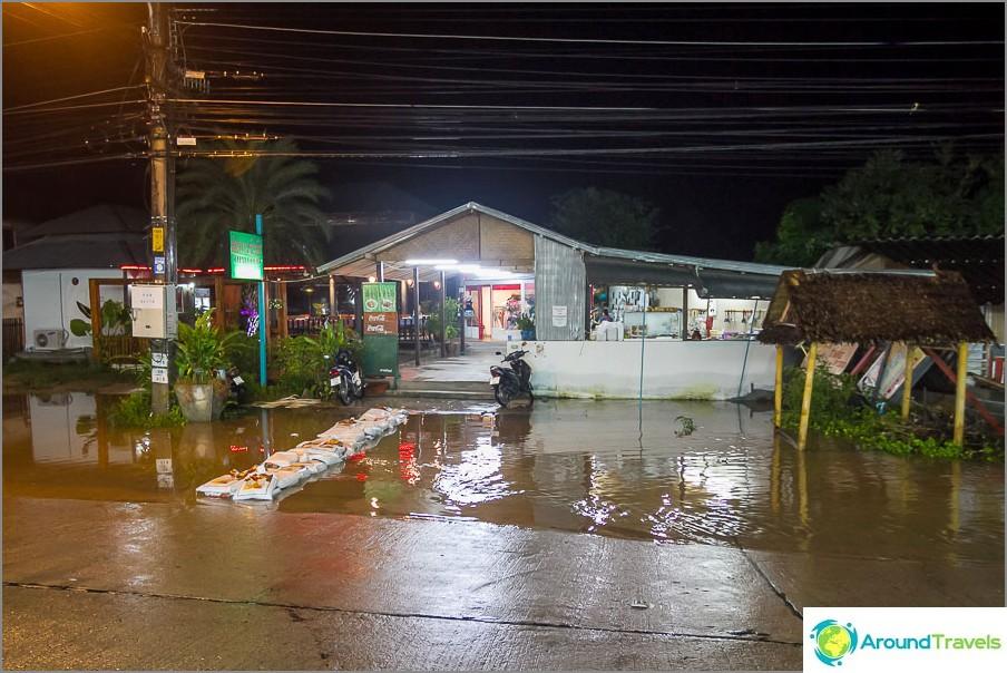 Sadekaudella huonosti sijaitsevat kahvilat hankkivat siltoja