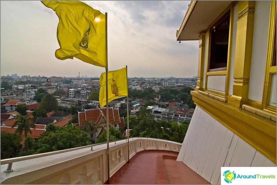 Näkymät Bangkokille portaiden yläosassa