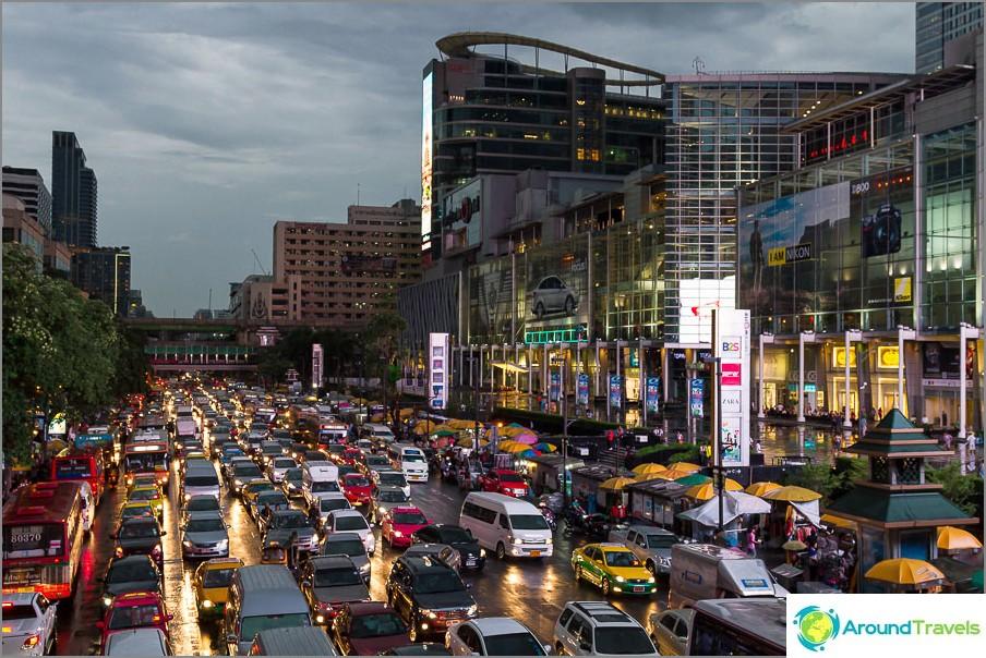 Ruuhka Bangkokin keskustassa
