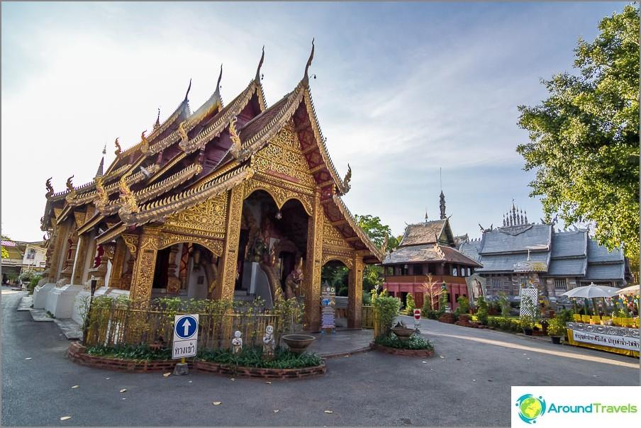 Lähellä tavallista thaimaalaista temppeliä