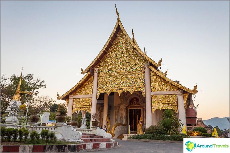 Wat Chedi Luangin temppeli