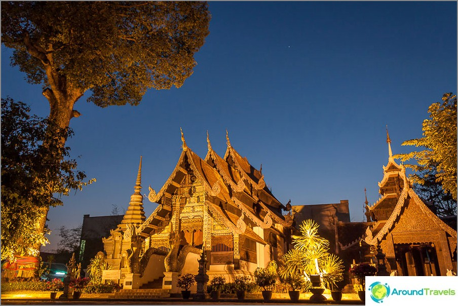 Lac Muak -temppeli yöllä