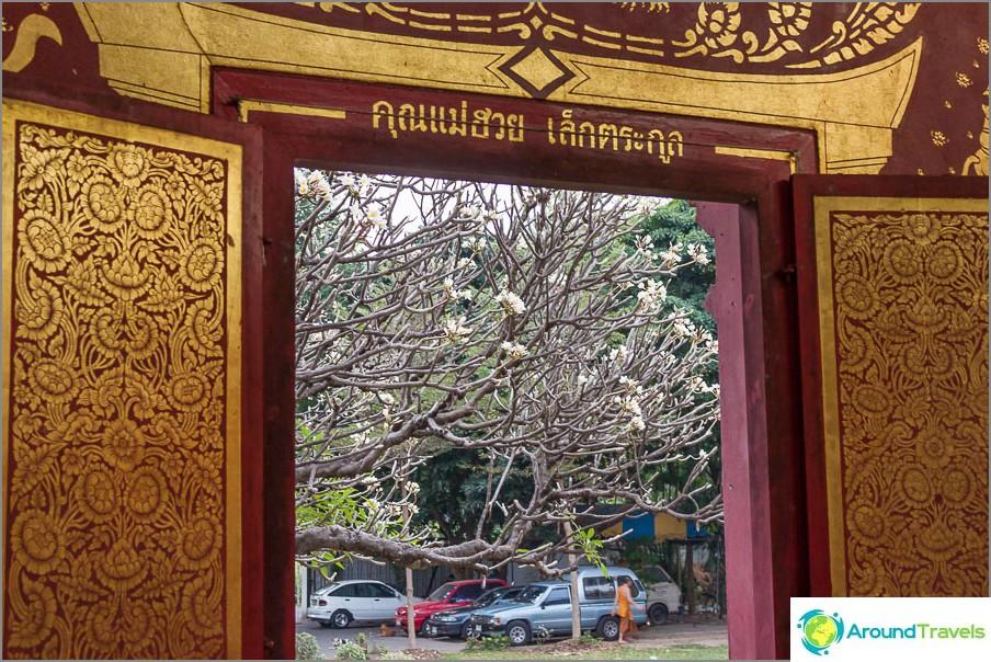 Ikkunanäkymä Wat Chiang Man