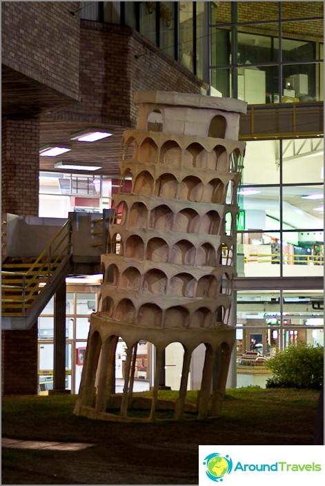 Pisan kalteva torni on laskussa